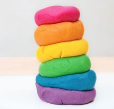 What kid doesn't love to play with play dough? Every child loves to play with play dough and making your own play dough with your child can be fun. Here are three easy recipes for great homemade play . Easy Homemade Playdough Recipe, Homemade Crafts, Cooked Playdough, Diy For Kids, Crafts For Kids, Plasticine, Blender Recipes, Play Doh, Happy Colors