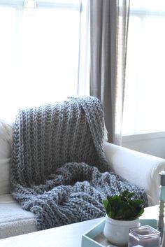 Garnet heter viking snorregarn 100% ull, og det er dessverre ute av produksjon. Du kan evt kjøpe ett annet garn, så lenge det er tykt :... Merino Wool Blanket, Knitting, Bed, Etsy, Home, Creative, Threading, Tricot, Stream Bed