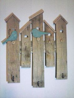 House Wall Hanging with Coat Hooks made from upcycled pallet wood by Nailed. - Familie -Bird House Wall Hanging with Coat Hooks made from upcycled pallet wood by Nailed. Pallet Crafts, Wooden Crafts, Pallet Projects, Woodworking Projects, Diy Projects, Woodworking Shop, Woodworking Videos, Woodworking Machinery, Woodworking Plans