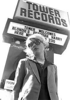 Debbie Harry- I love bleach blondes in black and white. I love Debbie Harry always. Rock And Roll, Rock & Pop, New Wave, Recital, Blondie Debbie Harry, Estilo Rock, Indie, We Will Rock You, Glam Style