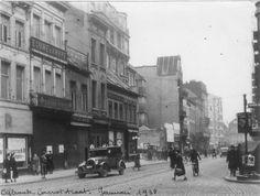 De Carnotstraat te Antwerpen richting Borgerhout, 1938. Vermoedelijk aan de hoek met de Provinciestraat. In de jaren 1930 werd de Carnotstraat verbreed.