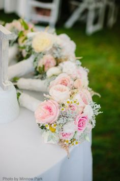 Gorgeous photo of all the bouquets!