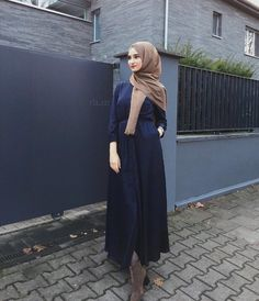 Pinterest: @adarkurdish Niqab Fashion, Modest Fashion Hijab, Muslim Fashion, Fashion Outfits, Hijab Dress, Hijab Outfit, Islamic Clothing, Beautiful Hijab, Mode Hijab