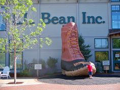 Bean in Freeport,Maine. Lots of memories going here with my Dad as a little girl at the original store. Acadia Maine, Places Ive Been, Places To Go, Freeport Maine, Travel Sights, Kayak Camping, Roadside Attractions, Bean Boots, Beautiful Places To Visit