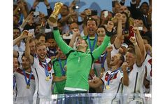 Germany's goalkeeper Manuel Neuer lifts the Golden Glove after being named as the best goalkeeper at the end of the 2014 World Cup final bet. Brazil World Cup, World Cup 2014, Fifa World Cup, Messi, Germany Vs, Soccer Fifa, World Cup Final, Football Pictures, Camila