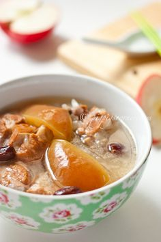 APPLE PORK RIBS SOUP 苹果猪骨汤  ==INGREDIENTS== 500 g pork ribs, 6 dried red dates 红枣, 3 medium sized apples, 1 onion, 1 dried honey date 蜜枣, 1.5 L water, 1t salt (more or less to taste)    ============