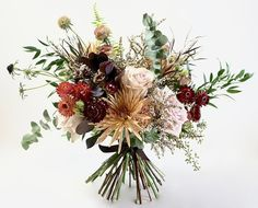 Your wedding flowers are an important part of your wedding ceremony. But before deciding, there happen to be issues you really have to fully understand. Discover how to pick the right flowers for your very special day. Wedding Flower Guide, Fall Wedding Flowers, Wedding Flower Arrangements, Wedding Centerpieces, Wedding Colors, Wedding Bouquets, Wedding Decorations, Wedding Ideas, Prom Bouquet