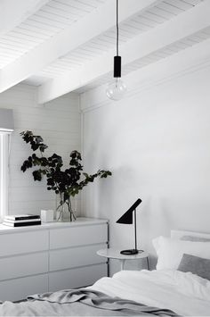 Farmhouse you can stay in (cloverdel.com.au). Photography by Sharyn Cairns. Styling by Tess Newman-Morris.