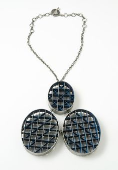 Daniel Kruger. Necklace: Untitled, 2011. Silver, pigment. 13x13x2 cm. Photo: Udo W. Beier. To be seen at Galerie Ra Amsterdam 35 Years Jubilee Exhibition.