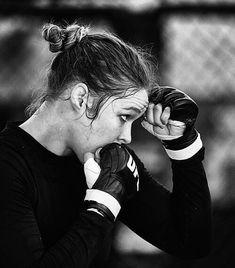 Muay Thai Training: The Best Schools That Will Teach The Art Taekwondo, Boxe Fitness, Learn Krav Maga, Style Sportif, Ju Jitsu, Fitness Motivation Pictures, Motivational Pictures, Fitness Photography, Mixed Martial Arts
