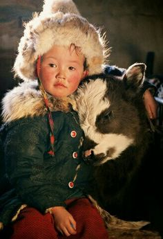 Boy from Mongolia. Mongolia is landlocked in east and Central Asia with Russia t… Boy from Mongolia. Mongolia is landlocked in east and Central Asia with Russia to the north and … Precious Children, Beautiful Children, Beautiful People, Beautiful Places, Animals For Kids, Cute Animals, Cute Kids, Cute Babies, Tier Fotos