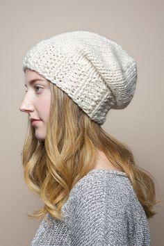 Mano teje gorrita desgarbado de color blanco, crema grueso de la gorrita tejida de punto, sombrero flexible de punto unisex, invierno de esquí sombrero de tamaño adulto