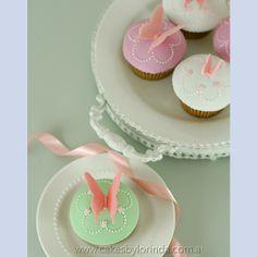 Cupcakes - Cakes by Lorinda Elegant Cupcakes, Pretty Cupcakes, Beautiful Cupcakes, Cupcake Art, Cupcake Cakes, Cup Cakes, Butterfly Cupcakes, Butterfly Kisses, Butterflies
