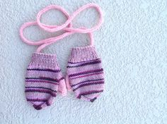 Hand knitted wool baby mittens with thumb and string by olinnell