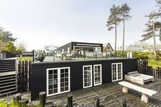 I Ballen på Samsø ligger et af Danmarks dejligste og mest eksklusive sommerhuse. Det er indbegrebet af dansk sommer 25 meter fra strand og hav.