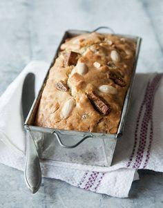 Taateli-mantelivuokaleipä | Reseptit