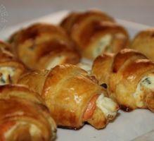Recette - Mini croissants au saumon fumé, philadelphia et ciboulette - Proposée par 750 grammes