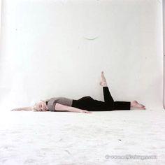 Milton Greene, Marilyn Monroe, trestle sitting