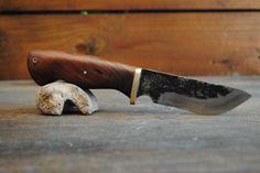 Egyedi, saját készítésű kés.
