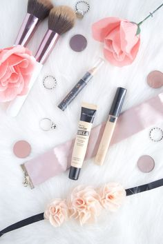 Lets talk makeup: Concealer 101: What is it for and how to use it. Learn the difference between a color corrector and a concealer, how to use them, which one to buy and get access to a free printable of the best color correctors and concealer, plus a short review on them. Affordable options available.
