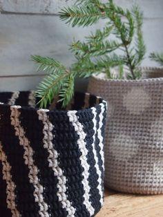 Christmas Crafts, Planter Pots, Throw Pillows, Handmade Christmas Crafts, Cushions, Decor Pillows, Decorative Pillows