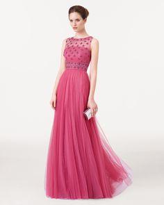 - Vestido y chal de tul sedoso bordado y pedrería Color esmeralda – rosa palo – cobalto – humo – plata – zafiro – amatista – negro – nude – rojo – verde8CY01 – cartera de piel color duna