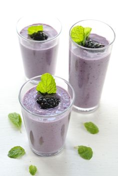 Blacberry Banana and Mint Smoothie. Blackberry banana and mint smoothie. Perfect for breakfast a snack or what ever you like! Mint Smoothie, Yogurt Smoothies, Yummy Smoothies, Smoothie Drinks, Yummy Drinks, Healthy Drinks, Smoothie Recipes, Healthy Snacks, Healthy Eating