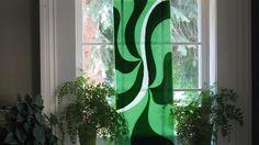 Pittura su vetro: decorazioni fai da te per abbellire la casa