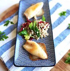 Lignje punjene sirom su prava delikatesa koja je vrlo brzo pripremljena i skuhana. Lignje poslužiti uz blitvu, kuhani ili pečeni krumpir, salatu. Croatian Recipes, Pear, Fruit, Food, Essen, Meals, Yemek, Eten, Bulb
