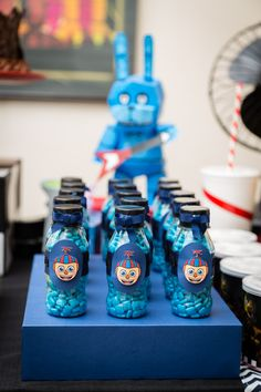 FNAF BIRTHDAY PARTY! Little bottles with gum.