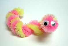 pom pom craft bugs | Pipe Cleaner Caterpillars! Just wrap two pipe cleaners in a diagonal ...