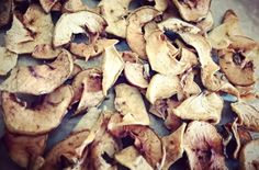 chipsy jablkowe - suszone jablka Stuffed Mushrooms, Paleo, Vegetables, Food, Stuff Mushrooms, Essen, Beach Wrap, Vegetable Recipes, Meals