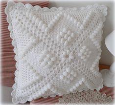 Transcendent Crochet a Solid Granny Square Ideas. Inconceivable Crochet a Solid Granny Square Ideas. Crochet Pillow Cases, Crochet Cushion Cover, Crochet Pillow Pattern, Crochet Bedspread, Crochet Cushions, Baby Blanket Crochet, Crochet Patterns, Diy Crafts Crochet, Crochet Home