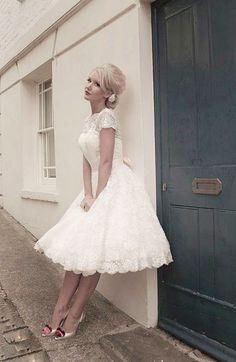 Vestido de novia corto. Precioso!  #vestidodebodacorto #zonaboda #novias