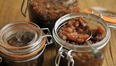This apple chutney has a tangy, sweet flavour which is  perfect with cheeses such as cheddar,  cheshire or white stilton.
