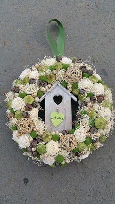 Wreath Crafts, Diy Wreath, Door Wreaths, Christmas Diy, Christmas Wreaths, Wine Cork Wreath, Easter Wreaths, Summer Wreath, How To Make Wreaths