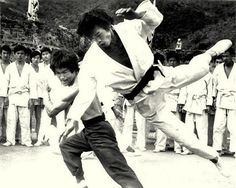 """""""Bruce Lee In Enter The Dragon !"""""""