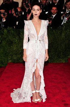 Rooney Mara en la alfombra roja de la gala MET 2013 en Nueva York