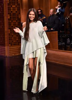 Shes been on a whirlwind tour promoting her upcoming film SpiderMan Homecoming But on Wednesday Zendaya took a break from work for a solo stroll in New York City - Design Zendaya Outfits, Zendaya Style, Zendaya Dress, Zendaya Clothes, Zendaya Fashion, Estilo Zendaya, Zendaya Maree Stoermer Coleman, Looks Rihanna, Red Carpet Dresses