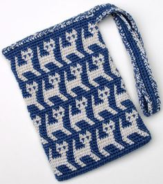 This is one of 20 tapestry crochet projects in my More Tapestry Crochet book. Although the paper edition is out of print, More Tapestry Crochet Digital is available on Kindle as an ebook. For more about tapestry crochet, please look at my web page. Free Crochet Bag, Crochet Shell Stitch, Crochet Purses, Bead Crochet, Crochet Crafts, Crochet Handbags, Crochet Projects, Crochet Bags, Crochet Motif