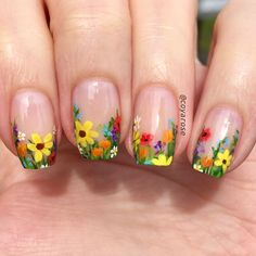Floral are elements often used in nail art design. For example: flowers, leaves, grass, these can be used in nail design. Floral nail art designs gives a vibrant feeling. This nail design is used most in spring, but it can also be used in summer. Easter Nail Designs, Flower Nail Designs, Nail Art Designs, Nail Designs Spring, Spring Nail Art, Spring Nails, Nail Deco, Sunflower Nails, Nagellack Trends