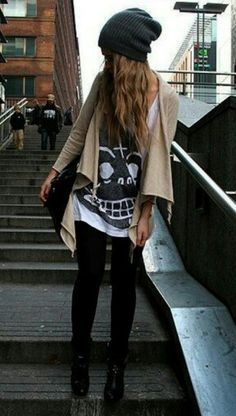 This looks so good. It's just a simple combination of a long black and white shirt with some basic black skinnies and a nude jacket. I would switch it for some leather, put my doc martens on and some clubmasters just to make it a little grunge.