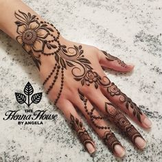 Mehndi is a vital part of every single wedding event in the Indian subcontinent. Directly from weddings to celebrations like Eid, Basic Mehndi Designs, Pretty Henna Designs, Mehndi Designs For Fingers, Mehndi Designs For Girls, Arabic Henna Designs, Mehndi Designs For Beginners, Beautiful Mehndi Design, Latest Mehndi Designs, Henna Tattoo Designs