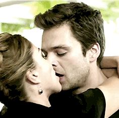 Sebastian Stan - The Author { Will Franklyn - Labyrinth } We would have been one of the fifty people to buy his book. Romantic Couples Photography, Romantic Photos, Couple Photography, Romantic Kiss Gif, Kiss And Romance, Scene Couples, Cute Couples Kissing, Sebastian Stan, Beautiful Gif