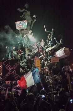 Manifestation à Paris : la photo-symbole de la mobilisation pour la liberté de @argyroglo http://t.co/jB75G6yx1I / http://t.co/jEGhuJG16O