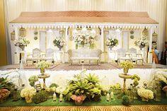 Uniknya pelaminan Betawi from Album Henri Azwar & Elisyah Abdullah by Rumah Kampung Elite Decor - Weddingku.com