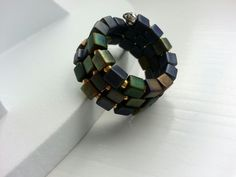 Memory wire ring with metallic cube beads Memory Wire Rings, Memory Wire Jewelry, Memory Wire Bracelets, Wire Wrapped Jewelry, Nice Jewelry, Jewelery, Jewelry Rings, Beaded Rings, Beaded Jewelry
