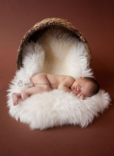 Fantastic baby arrival information are offered on our web pages. Take a look and you wont be sorry you did. Foto Newborn, Newborn Baby Photos, Baby Poses, Newborn Shoot, Newborn Baby Photography, Newborn Pictures, Baby Boy Newborn, Baby Pictures, Child Baby