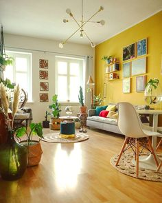 Discover ideas about Mustard Yellow Bedrooms « Home Decor Yellow Walls Living Room, Yellow Accent Walls, Living Room Colors, Living Room Paint, Living Room Modern, Home Living Room, Living Room Designs, Yellow Bedrooms, Mustard Yellow Walls
