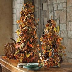 Tuscan Topiary - I think I'll add mini-lights to mine Halloween Yard Props, Outdoor Halloween, Fall Halloween, Halloween Decorations, Fall Decorations, Fall Topiaries, Topiary, Handmade Christmas Tree, Christmas Trees